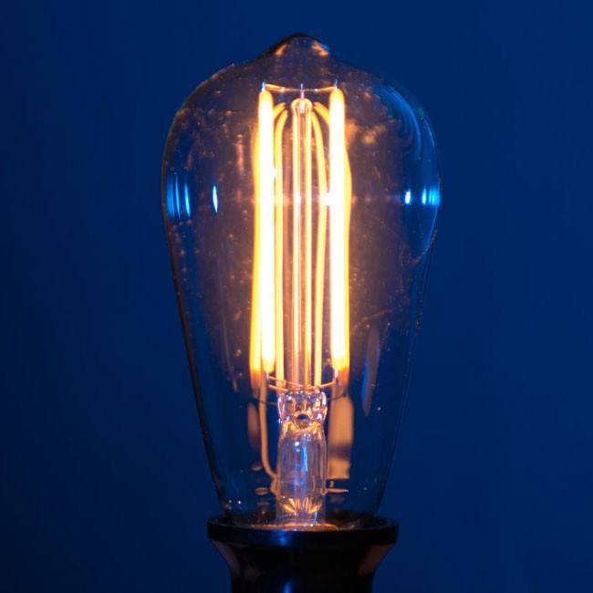 LED Filamentpære med varmt lys